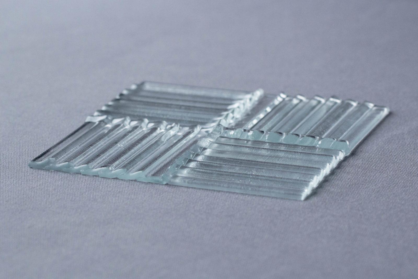 Echantillon verre fragment ondulée thermocollage