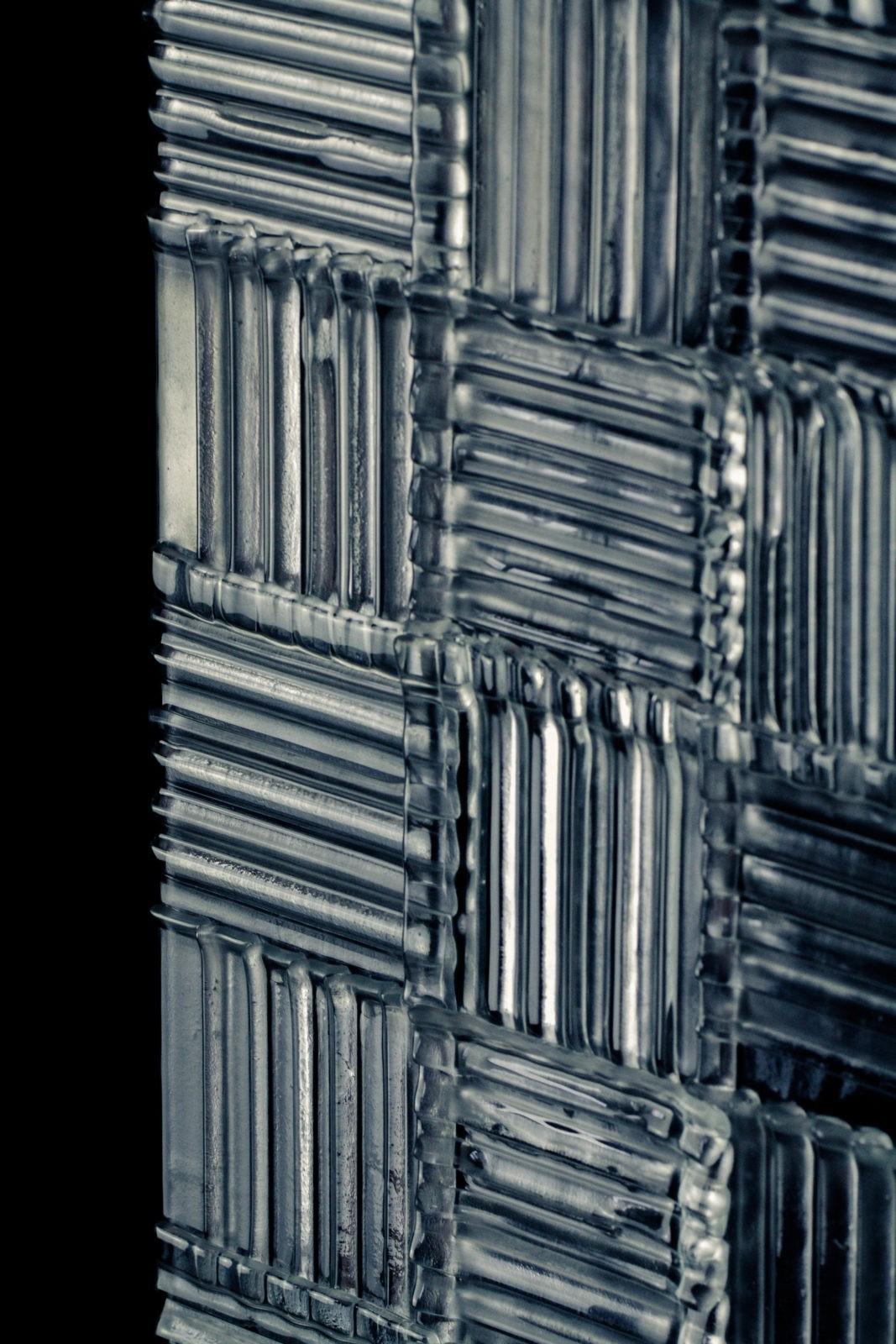 Partition glass interior slice Wavy fragment zoom